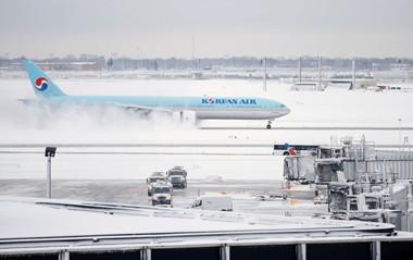 暴风雪袭击美国芝加哥地区 近900个航班被取消