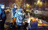 淄博:夜查校园周边环境 取缔占道摊点