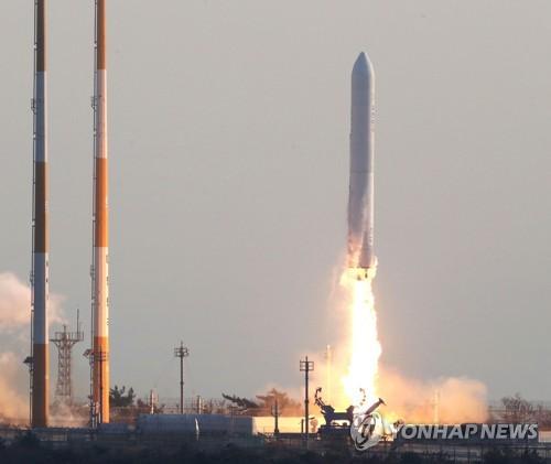 韩国自研运载火箭试射成功 发动机燃烧151秒