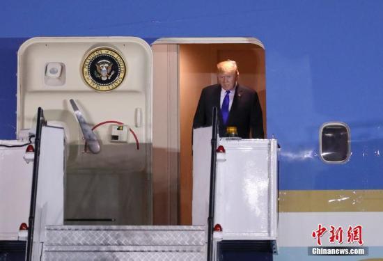 """特朗普私人飞机在机场遭磕碰""""折翼"""" 无人受伤"""