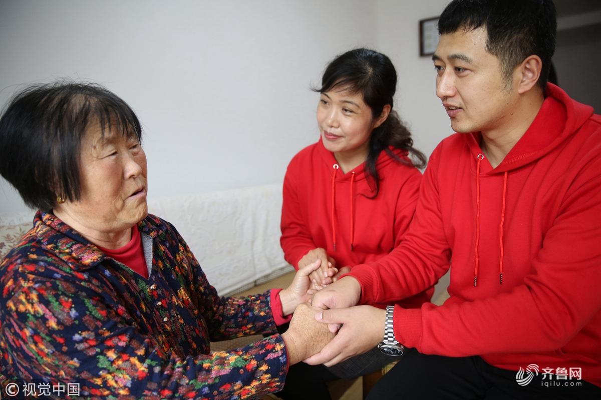 """青岛:""""红心医护服务队""""为基层群众健康守门"""