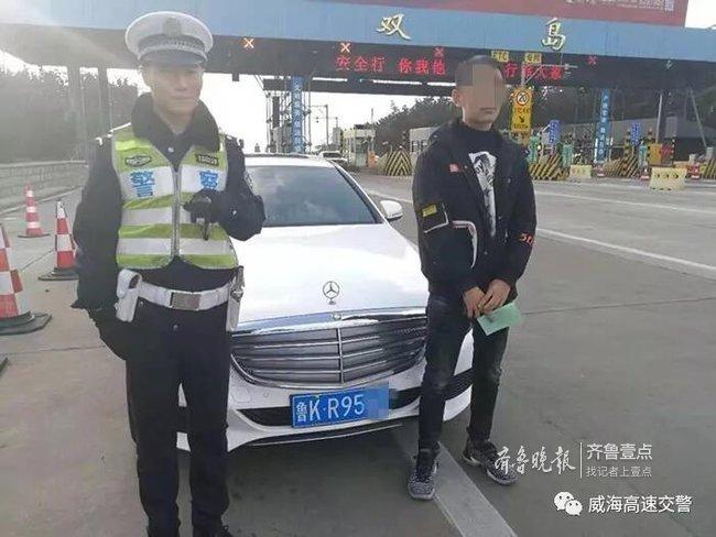 小伙无证驾驶奔驰上高速,被查后埋怨交警耽误其约会