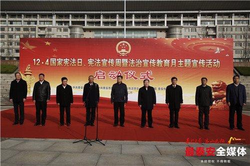 """泰安市开通首批""""宪法宣传公交专线"""""""