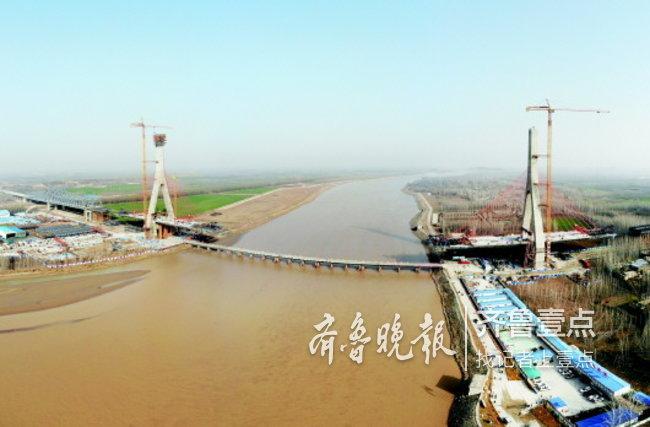 泰东高速公路黄河大桥桥塔封顶,明年9月底前将通车
