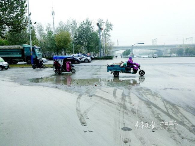 济南非机动车道、人行道坑洼调查:凹凸不平颠哭孩子