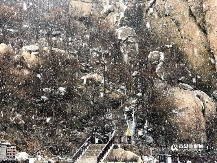初雪降巨峰 海上仙山一秒美成白色冰雪童话王国(图)