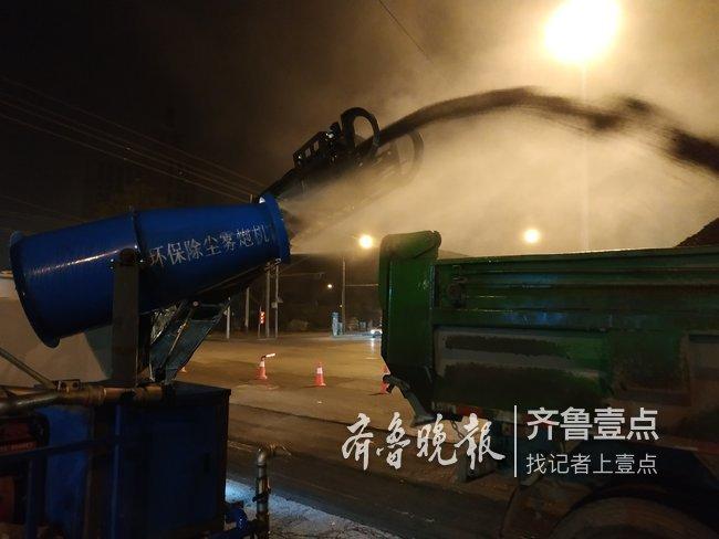 昨日午夜,济南开始修复历山路供暖管道改造受损路面