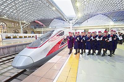 """青岛开跑首趟""""复兴号""""列车全程均有免费无线上网"""