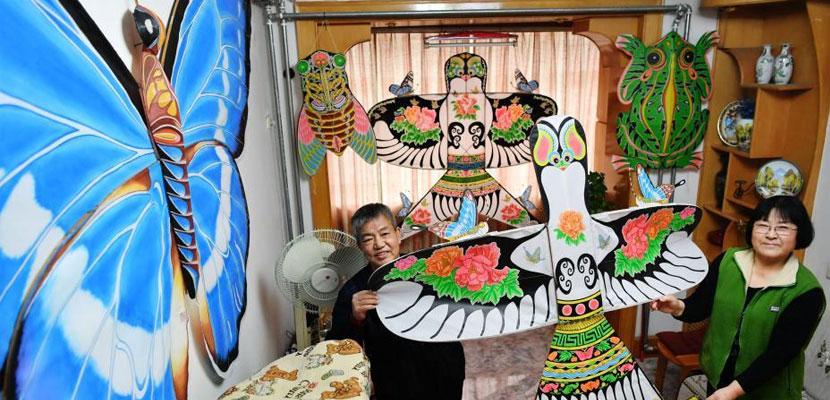 六旬夫妇痴迷传统风筝技艺 20年自学制作1500余个风筝