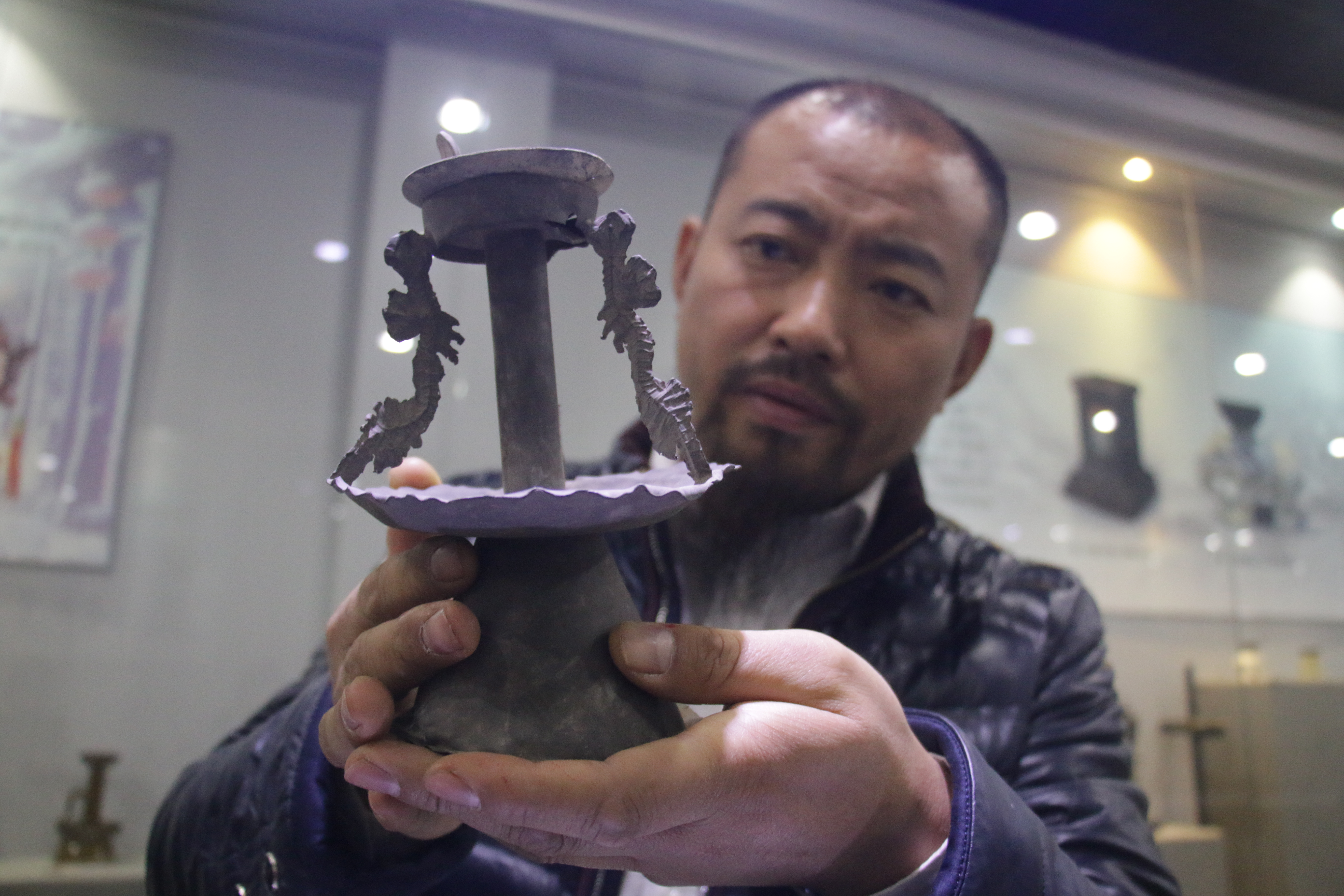 周村市民收藏近3000盏古灯建起古灯博物馆