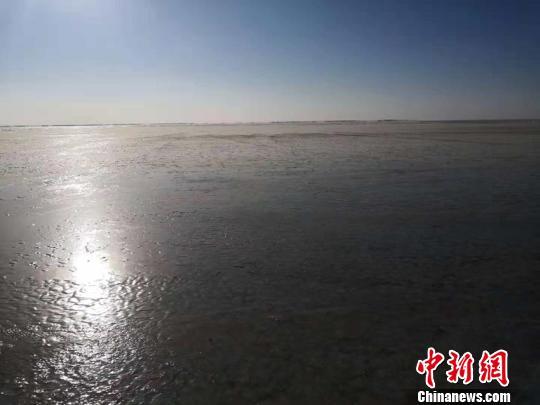 """查干湖""""静候""""冬捕高潮 """"鱼把头""""开始评估鱼群方向"""