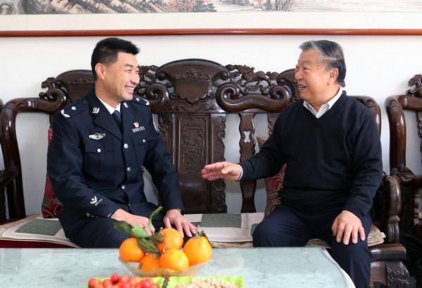 戚思宇看望慰问东营市公安局退休老领导