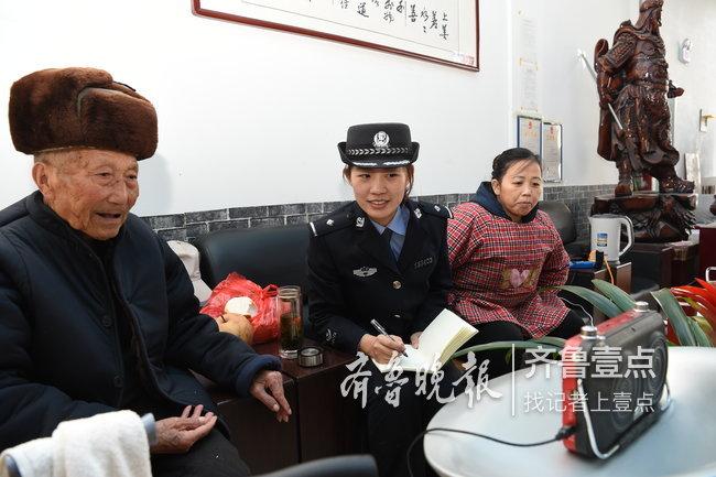 定陶公安局东城派出所民警和辖区群众谈心