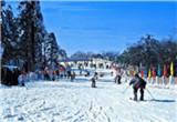 泡温泉、滑雪等活动火爆 冬季娱乐如何更安全