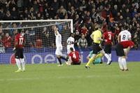 「欧冠」巴伦西亚2-1曼联,琼斯自摆乌龙,索莱尔建功