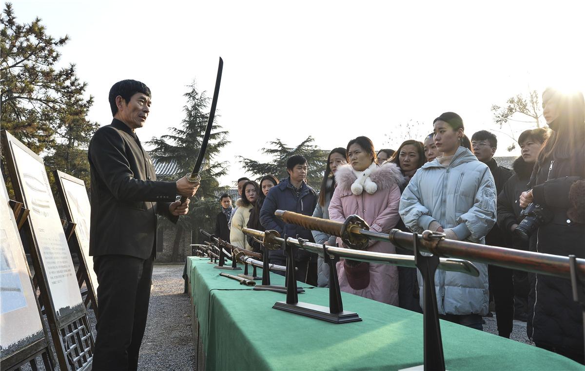 台儿庄举行国家公祭日纪念活动 300名学生宣读《和平宣言》