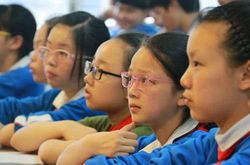 """""""小眼镜们""""催热视力康复市场,花这钱真能治近视么"""