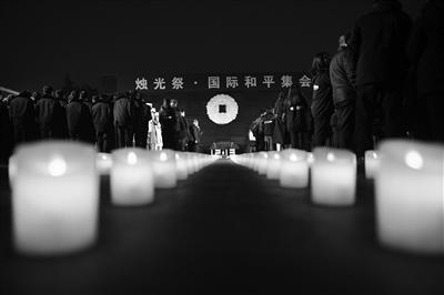 点点烛光寄哀思,声声诵念祈和平