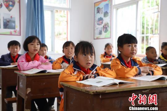 """贵州破""""上好学""""难题:推动教育资源向农村贫困地区倾斜"""