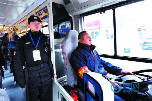 有了公交保镖纠纷降八成乘客司机更有安全感