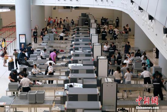 香港入境处:预计圣诞及元旦约1349万人次进出香港