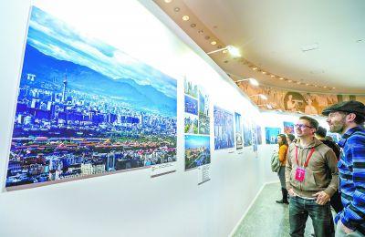 百位本国拍照师定格北京20载变革