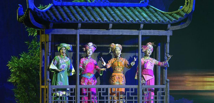 湖北民族风情歌舞诗《龙船调的故里》首演
