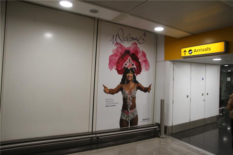 2、12月3日,乘首都航空公司班机由青岛流亭机场起飞,经过12个小时的航程,到达伦敦希思罗国际机场