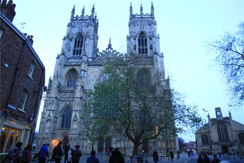 16、英国最大的历时250余年建造的哥特式教堂