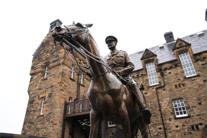 38、英国陆军元帅道格拉斯.黑格的骑马戎装塑像
