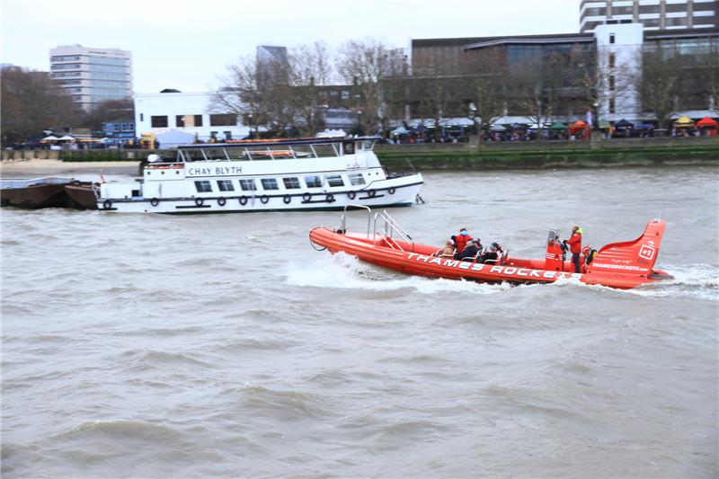 95、泰晤士河上的快艇