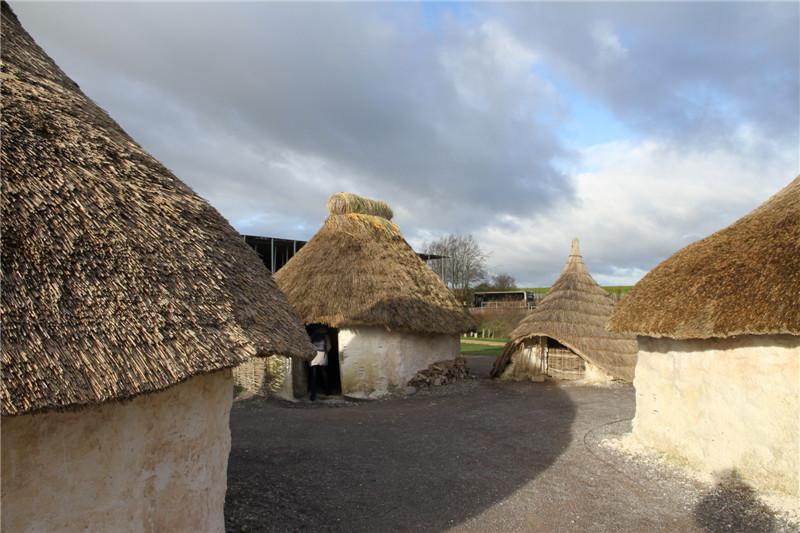 121、复原的凯尔特人居住的茅草屋