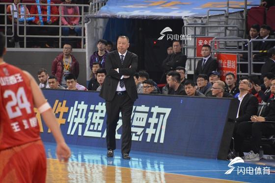 吴庆龙:感谢队员们拼尽全力 劳森离上场只差一步