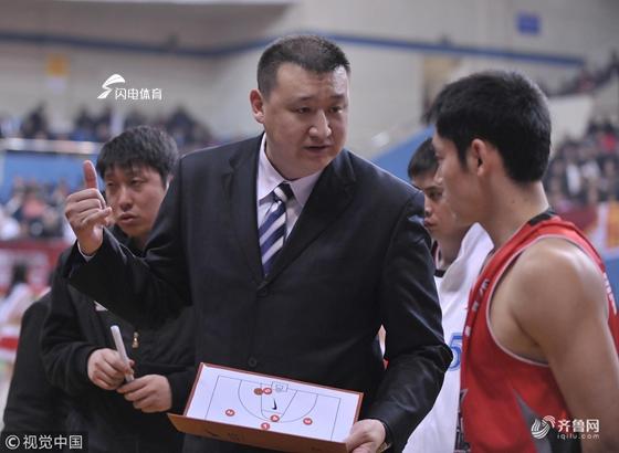 接君加盟山东男篮教练组 出任中锋教练