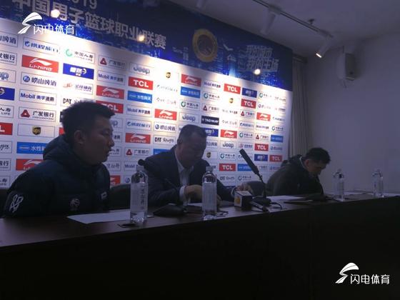 吴庆龙:桑普森首秀太兴奋 篮板球只是有改观