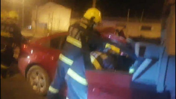 两车追尾,三人被困驾驶室,济南消防破拆救援