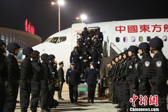 冒充公检法人员跨国电信诈骗 28名嫌犯被押解回国