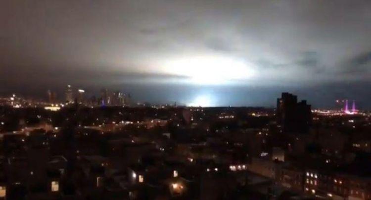 美国纽约皇后区变压器发生爆炸!波及机场供电