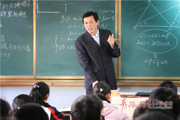青岛教师跳冰海勇救落水女孩 因怕耽误上课不愿宣传
