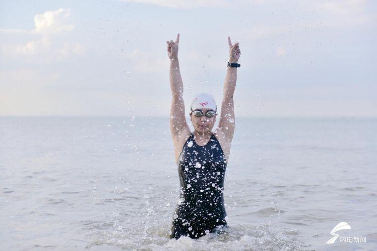 """山东女""""泳""""士成功横渡琼州海峡:给孩子做个榜样.jpg"""