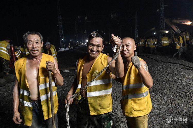 3000人共同参与 铁路日照西站大拨接成功完成.jpg