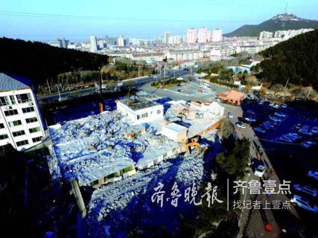 济南鱼翅皇宫大酒店再次拆违,被拆的是楼顶违法加盖