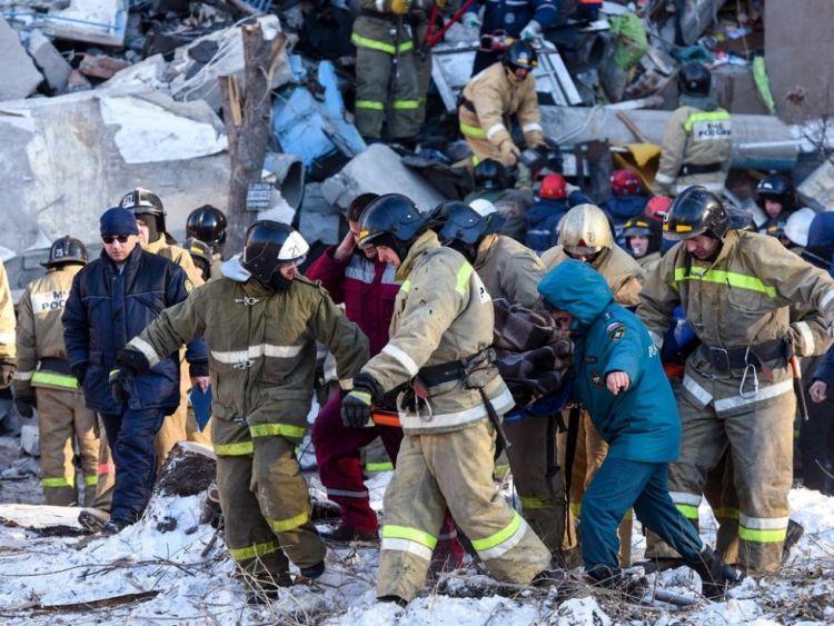 俄罗斯居民楼爆炸坍塌,11月大男婴冰冻中被困35小时获救