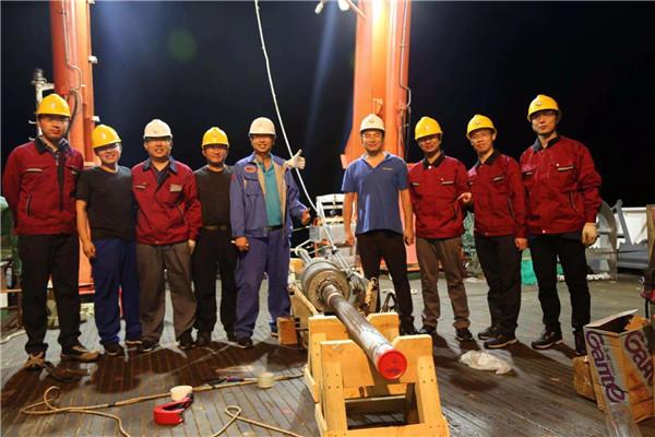 新年第一个小时 大洋一号科考船取回第一个岩芯样品!