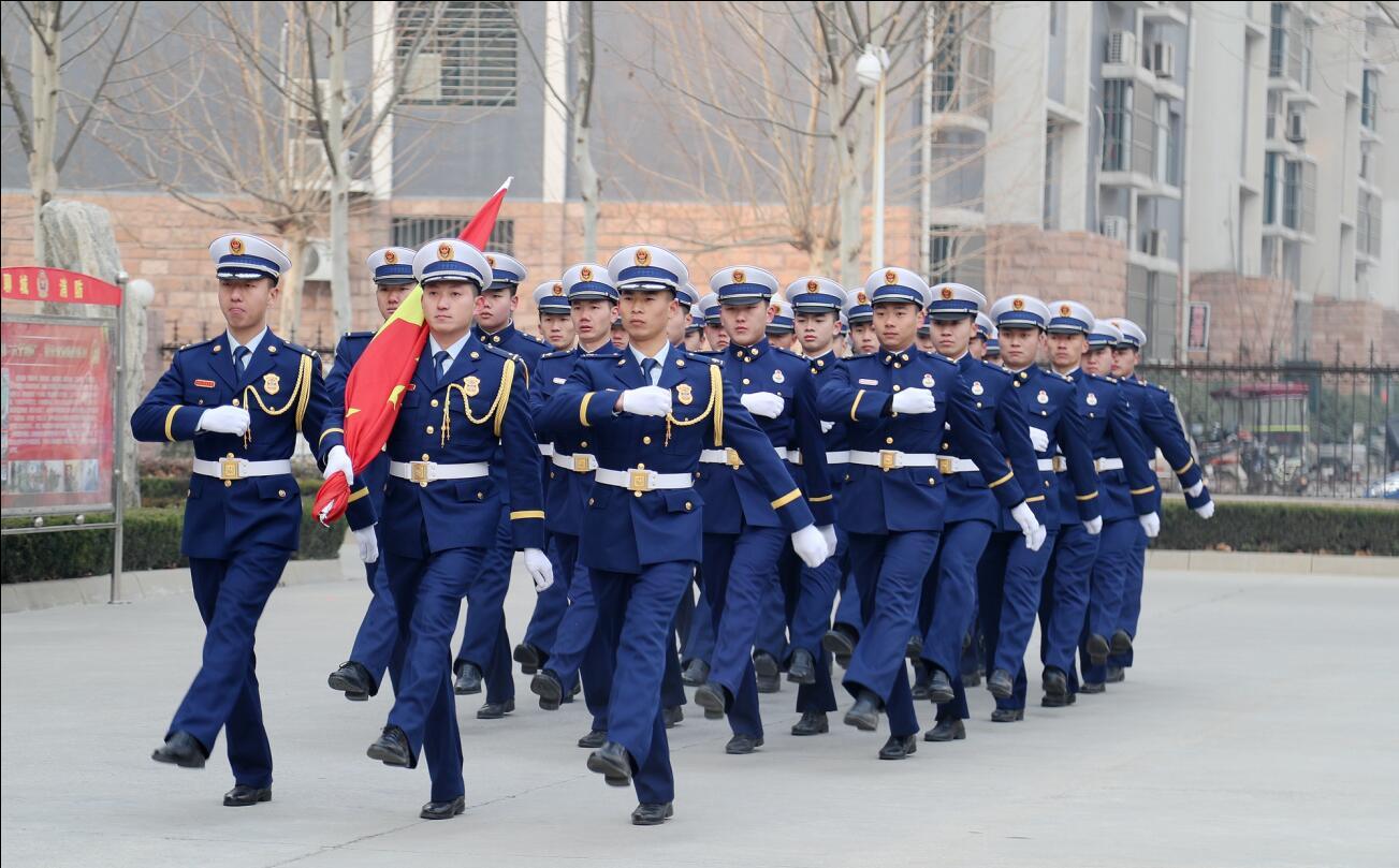 聊城市消防救援支队举行迎旗授衔换装仪式