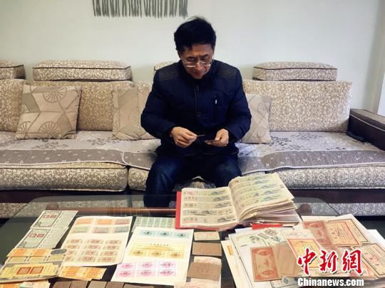 """""""00后""""们没见过没?四川宜宾6旬老人收藏千张粮票"""
