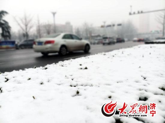 济宁首场降雪 城区通行平稳高速临时封闭
