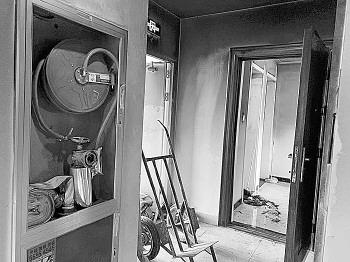 济南一小区突发火灾消防栓却出不来水,物业:恰好在修