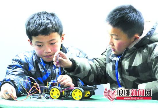 临沂市兰山区首届机器人大赛拉开赛幕 520人参赛