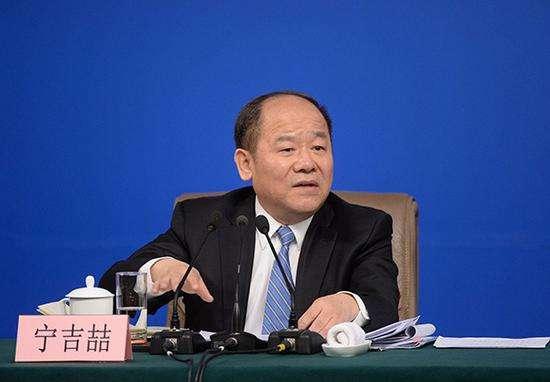 宁吉喆:将实施更大规模的降费、更大力度的降成本